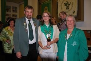 Die Bezirksprinzessin 2012 mit ihren Eltern