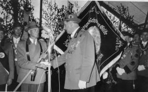 Fahnenweihe 1953 Im Vordergrund Felix Ellerik und Otto Nohlen