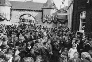 Festumzug 1939 mit Holtener Stadttor